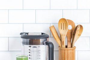 ABC początkującej pani domu – pięć produktów, które musisz mieć w swojej szafce kuchennej
