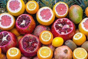 Owoce egzotyczne – nowości w sklepach i na talerzach
