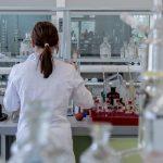 Jak działają feromony otrzymane laboratoryjnie zmieszane z perfumami