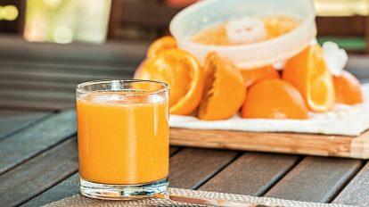 Dobrze dobrana, zbilansowana i pożywna dieta ma wiele pozytywnych następstw. Z kolei sposób żywienia pozbawiony elementarnych składników odżywczych może powodować wiele nieprzyjemnych skutków. Objawy te są sposobem na zakomunikowanie przez organizm potencjalnych niedoborów witamin i minerałów. Sprawdź, jak ich rozpoznanie może wpłynąć na dostosowanie diety.