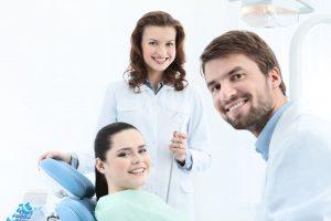 Jakie mogą być przyczyny przebarwienia zębów
