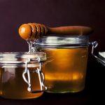 Miód gryczany w codziennej diecie – działanie i właściwości